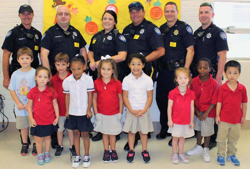 Lyon Elementary School - NSLW Police Lunch Guests